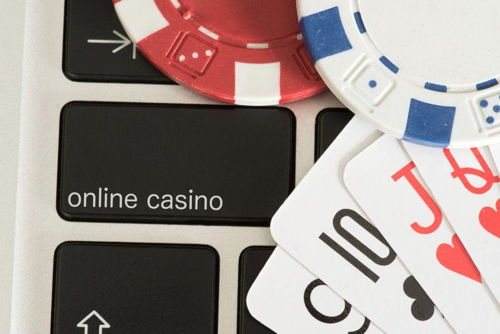 Jetons, Karten, Computer und Online Casino